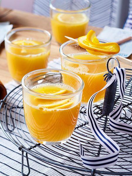 Der aromatische Fruchtpunsch mit Rum wärmt so richtig schön von innen.