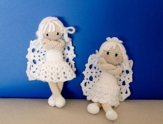 Kijk wat ik gevonden heb op Freubelweb.nl: lieve kerstengeltjes #gratis #haakpatroon http://www.freubelweb.nl/freubel-zelf/zelf-maken-met-haakkatoen-kerstengeltjes-2/