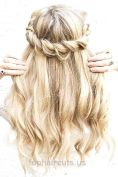 Weve collected 45 photos with best homecoming hairstyles for medium and long hai…  Weve collected 45 photos with best homecoming hairstyles for medium and long hair. Youll find here amazing hairstyle solutions with braids, mermai ..  http://www.tophaircuts.us/2017/11/26/weve-collected-45-photos-with-best-homecoming-hairstyles-for-medium-and-long-hai/