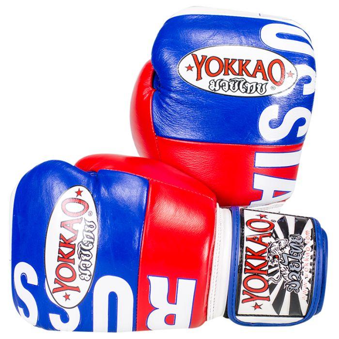 <ul>  <li>guanti Yokkao Muay Thai Boxe</li>  <li>cuoio di stampa di alta qualità premium</li>  <li>Modello bandiera russa</li>  <li>Completamente a mano in Thailandia</li>  <li>cuoio di stampa di alta qualità</li>  <li>chiusura in velcro è lo standard, pizzo Chiusura su richiesta</li>  <li>Formato disponibile da 6 once a 18 once</li> </ul> Per personalizzare il guantone sinistro con un massimo di 10 lettere acquistare l'apposito pacchetto dal costo di 7,00€.  Per pe...
