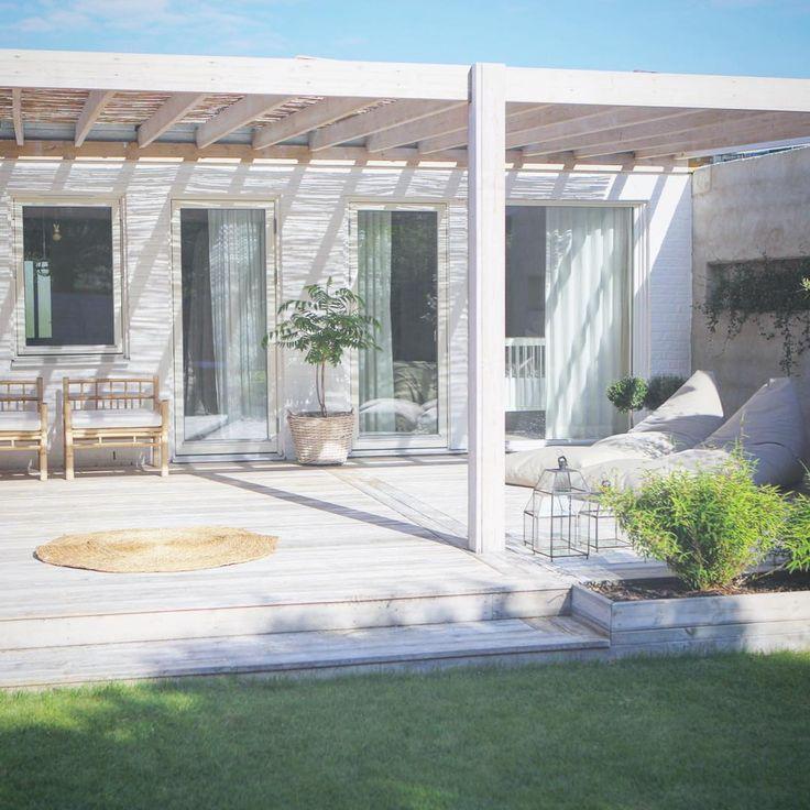 S U M M E R T I M E  Det doftar grill och rosevin.  Det är sol och vindstilla. Det är underbart.  Det är sommar.  #micasa #pergola #terass #terrace #organowood #outdoorliving #taggaribild #garden #gardeninspo #trädgårdsinspo #trädgårdsinspo #växter #plants #rattan #boho #modernboho #plazainteriör #plazainterior #elledecoration #skonahem #skönahem #interior4all #interior #decoration #interiordesign #halmstad #nordicinspiration