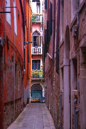 Venice those alleys are so special, there's something romantic about them