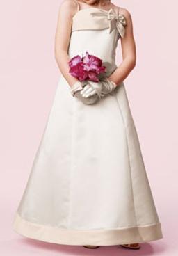 Vestido niña con lazo lo puedes comprar en la tienda online de www.mivestidodeboda.es o bien en los almacenes de venta situados en Totana Murcia teléfono 968490864 ó 671069645 $170