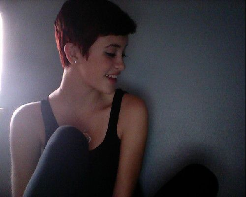 Red pixie cut -