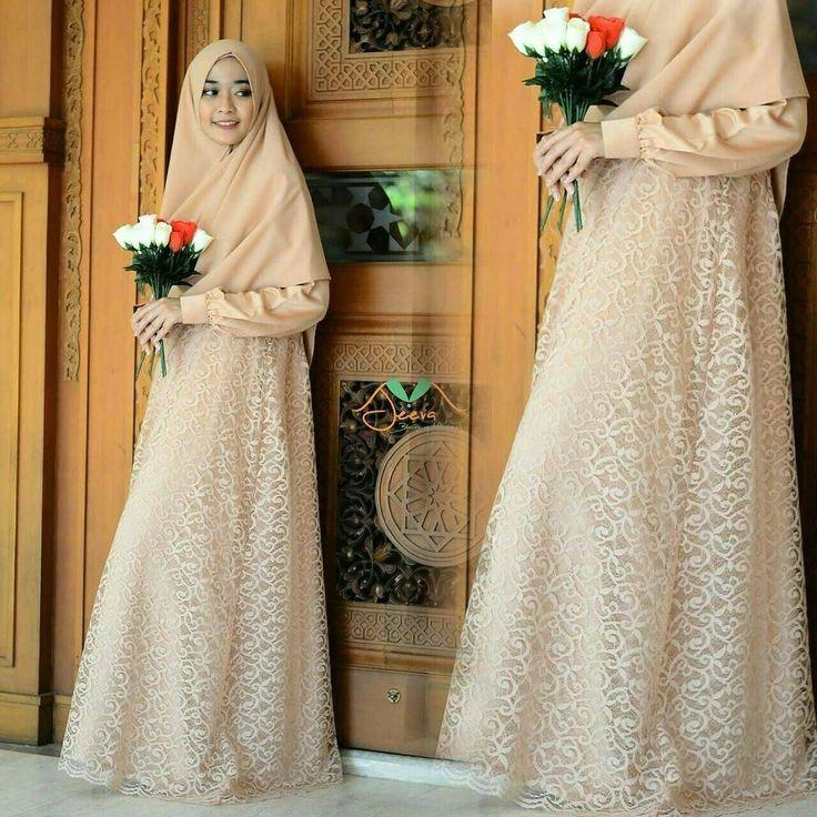 @jeeva_muslimah ---> Wanita muslimah itu akan tetap terlihat cantik dan menarik meski dalam kesederhanaan :) . . Muslimah selayaknya pilihlah pakaian taqwa yakni pakaian yang menutupi seluruh anggota tubuh kecuali muka dan telapak tangan tidak menerawang juga longgar di badan pastinya Pakaian taqwa akan membuat hidup kita lebih terjaga lebih berkah dan yang terpenting Allah pun insyaAllah ridha terhadap kita....:) . . INDIRA DRESS ini salah satu contoh pakaian SYAR'I yang bisa kamu jadikan…