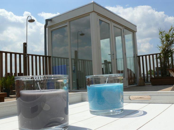 Het dakhuis van Dakterraswinkel.nl, dat uit voorraad wordt geleverd, biedt een droge toegang tot het dakterras en levert bovendien extra leef/bergruimte op.