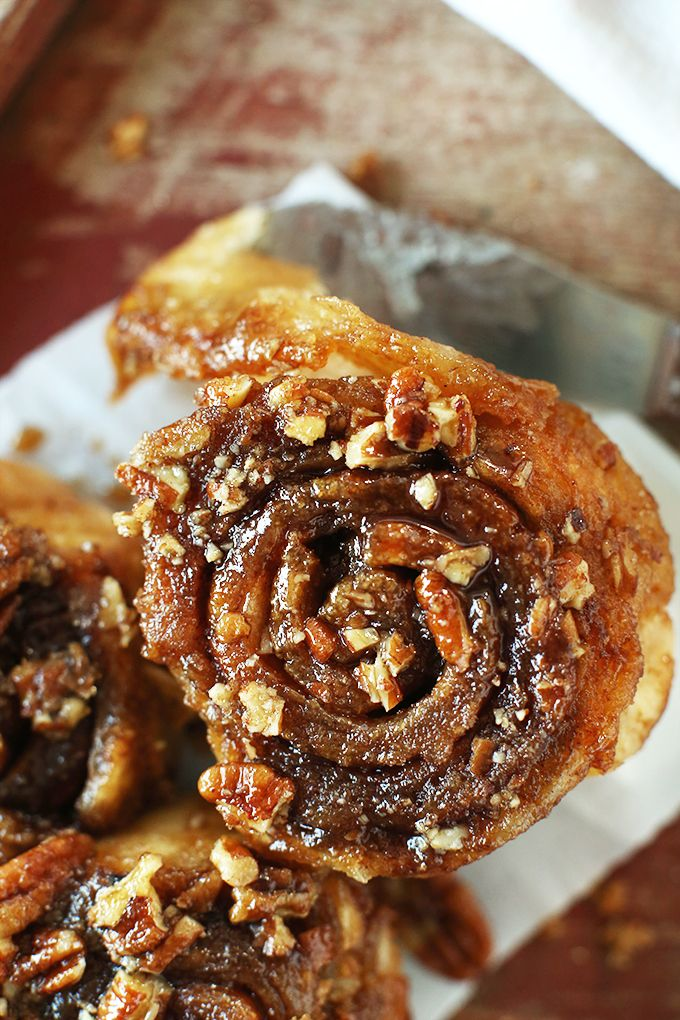 Vegan Pecan Sticky Buns! 9 ingredients, 1 rise and SO sticky delicious | perfect for lazy weekend mornings! #vegan