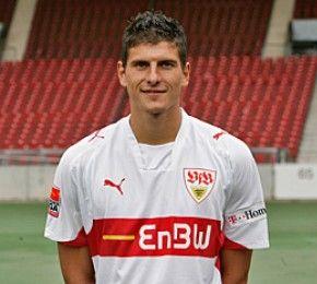 Erste Niederlage für Bayern - Fußball-Bundesliga - Am 13. Spieltag verloren die Münchner beim VfB Stuttgart mit 1:3.