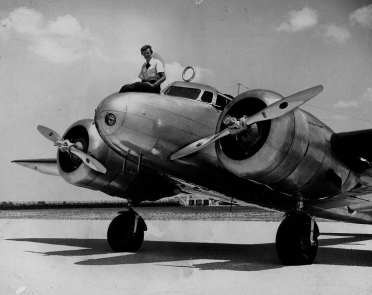 Amelia Earhart and Her Plane | Amelia Earhart before takeoff on her round-the-world flight from Miami ...