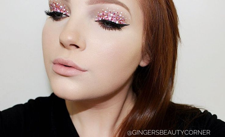 POLKA DOT GALORE! my favourite look up to date! absolutely love this trend! Using Nyx vivd brights liners along with Urban Decay razor sharp liners for the dots! Follow me on IG for more makeup looks! @gingersbeautycorner
