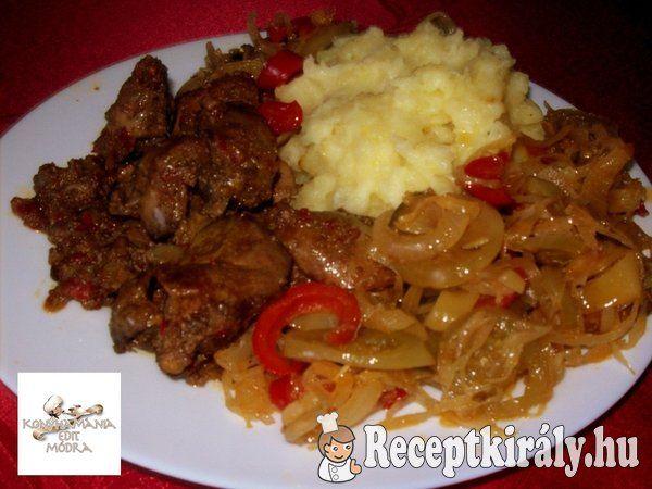 Hagymaágyon sült csirkemáj krumplipürével recept képpel. Elkészítés és hozzávalók leírása, 3 főre, 45 perces, Egyszerű, Glutén mentes