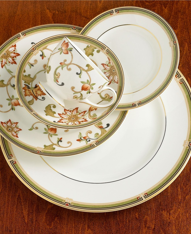 Wedgewood Oberon bone china. I definitely prefer the non-floral pieces in this one & 79 best My dinnerware collections images on Pinterest | Dish sets ...