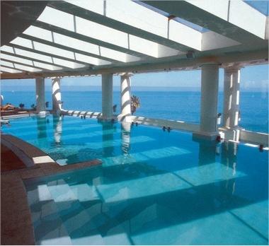 La piscina con mejor vista al mar en enjoy VIña del Mar.