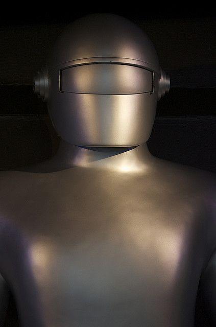 culturaldictionaryofdick:    rcinsf:    Seattle's Science Fiction Museum    Gort.