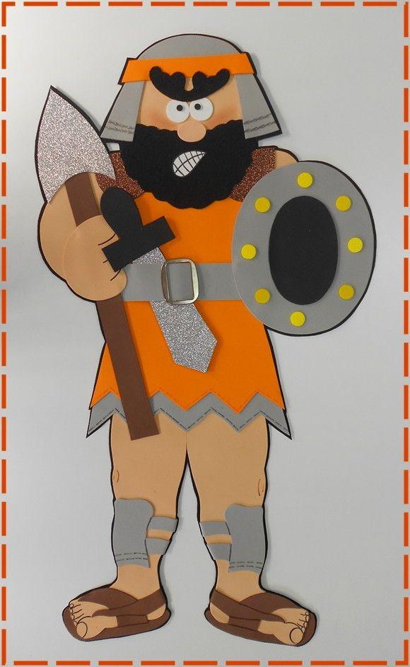 HISTÓRIA COM 16 ITENS:  - DAVI (69 cm alt)  -HARPA (26 cm alt , e.v.a. 3mm)  - ALFORGE (de feltro)  -CAJADO (59 cm alt, e.v.a. 3mm)  -OVELHAS (55cm larg x 32 cm alt)  -COROA (de E.V.A. dourado)  -4 PEDRINHAS  -FUNDA (de feltro)COM A PEDRA  - SAUL (50cm alt) + LANÇA (46 cm)  - JONATAS (65 cm alt) ...
