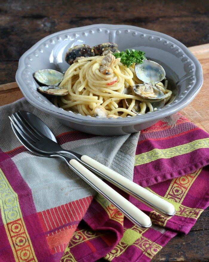 La prima delle ricette di HonestCooking.it per Pasta Rummo. Manuela ha scelto gli spaghetti grossi n.5: ci ha aggiunto limone, vongole e pesto di pistacchi.