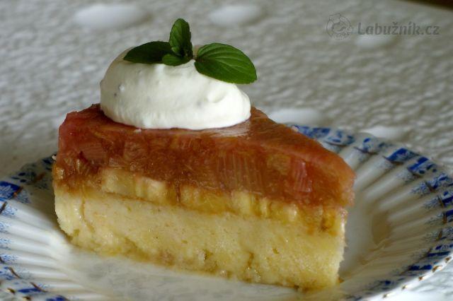 Netradiční rebarborový koláč