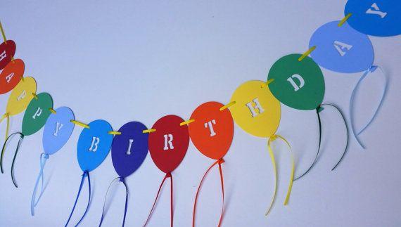 Escribano de globo de la arco iris de cumpleaños feliz.
