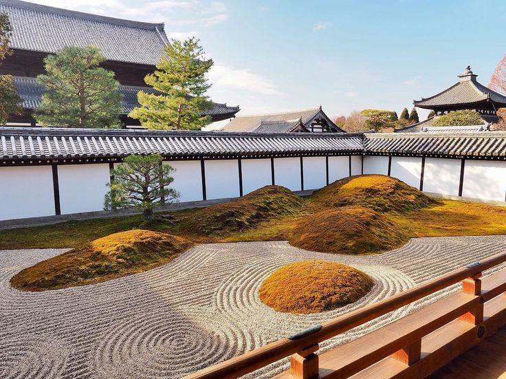 〠 京都旅行、こんなに楽しかったのは初めて🙌 幸せいっぱい、笑顔いっぱいでした☻ スナップで撮ってもこんなに映える、流石京都📸 東福寺は朝の開場と同時に行ってきました🏯 * listening music :Rain / 秦基博 * camera:OLYMPUS OM-D E-M10Ⅱ * #yolo#ファインダー越しの私の世界#写真撮ってる人と繋がりたい#写真好きな人と繋がりたい#ポンコツ写真部#Instagramjapan#olympus#オリンパス倶楽部#mzuiko#olympusomd#omdem10mkii#カメラ初心者#カメラ男子#東福寺#temple#京都#京都旅行#kyoto#冬の京都 〆