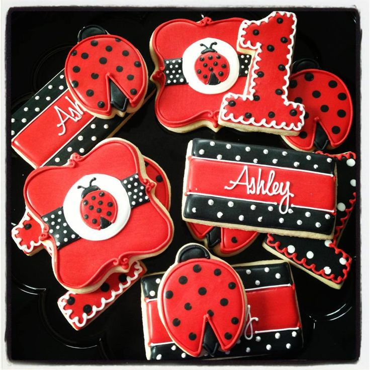 Ladybugs by Icings by Ang http://www.facebook.com/icingsbyang?fref=ts