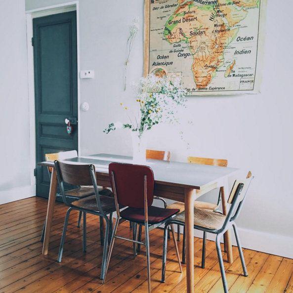 salle à manger rétro chaises écolier carte afrique ancienne eucalyptus celine_audetourdunchemin compte instagram rose cadillac blog deco vintage