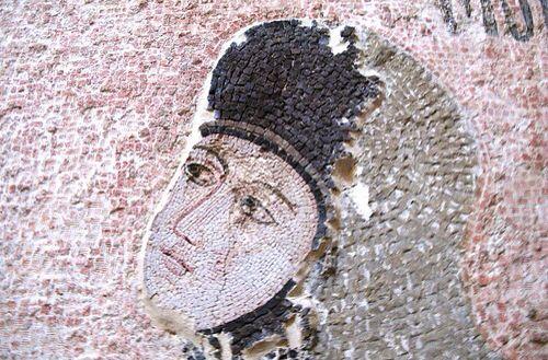 Ψηφιδωτό από την Μονή της Χώρας. Μαρία η Παλαιολογίνα ή Μαρία των Μογγόλων ή Μοναχή Μελανή.  Κόρη του Αυτοκράτορα Μιχαήλ Η' Παλαιολόγου. Συνεζεύχθη τον Χάνο των Μογγόλων Απαγάν (Παχυμέρης). Μετά τον θάνατο του συζύγου της, περί το 1265, επανήλθε στην Κωνσταντινούπολη και ίδρυσε Μονή, την ονομαζομένη Παναγίας της Μουχλιώτισσας.