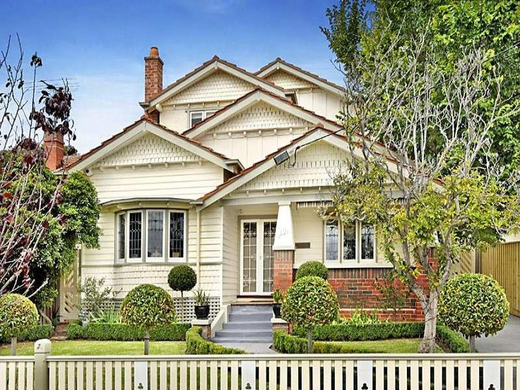 Brick californian bungalow house exterior with bay windows & hedging - House Facade photo 103684