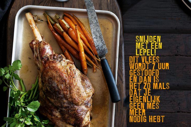 Een botermalse lamsbout met een rijke saus van gebakken uien en knoflook. Left-overs? Verdeel het vlees dan de volgende dag in flinters en verwarm ze met de saus en gekookte linzen in een steelpan met dikke bodem. Voeg wat munt, feta en gegrilde paprika toe en serveer dit als lauwwarme winterse salade. lamsbout 'sept-heures' hoofdgerecht | 6 personen … (Lees verder…)