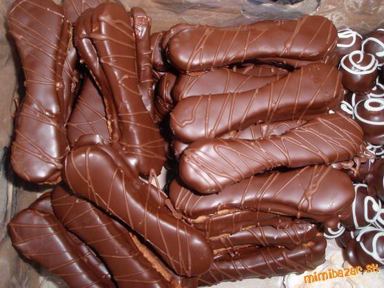 Vo vodnom kupeli rozpustime cokoladu, ktoru nechame mierne vychladnut. Pridame k nej zltok, liker,  ...