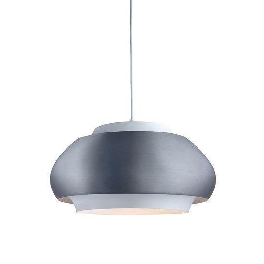 Era T1327 taklampa/pendel från Belid Design: Joakim Fihn Material: Metall Mått: Ø 43,5cm - H 28cm Ljuskälla: Max 240V 40W E27, Ingår Ej Krokupphäng ENERGIKLASS: A-E