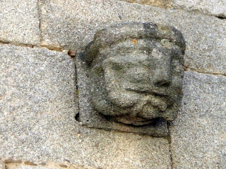 Figuras eróticas esculpidas en la fachada de la Casa dos Cachorros Eróticos. Aunque hay que echarle bastante imaginación. Esta casa se encuentra en la Rua de Costalinha.