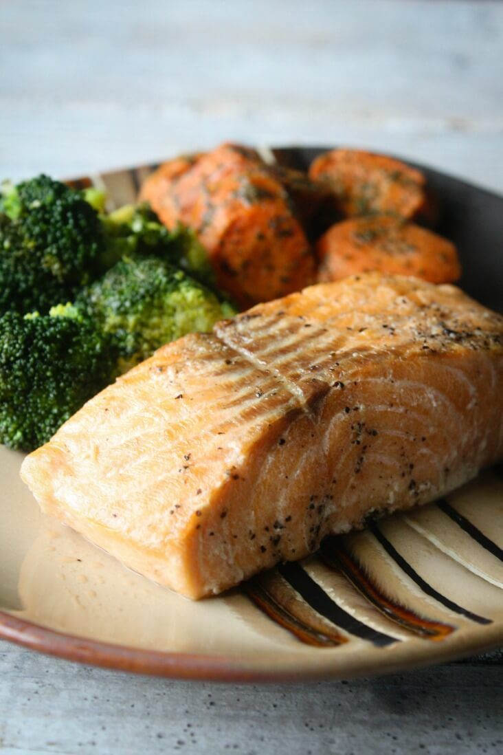 Chargrilled Salmon and Honey Roasted Carrots from Home Bistro. Prepared Meal Delivery Review.  Healthy prepared meals for the week. Easy and convenient with 700 calories or less.