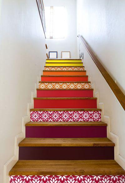 Des escaliers en patchwork Folii Film adhésif, 6 euros le film de L 100 x H 19…