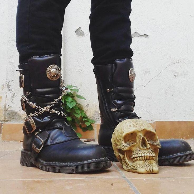 "864 To se mi líbí, 2 komentářů – allnewrock.com - New Rock Shop (@newrock_allnewrock) na Instagramu: ""#looksnewrock tx to @borojaume ☠️🖤 www.allnewrock.com 🌎worldwide ship #allnewrock #boots #stivali…"""