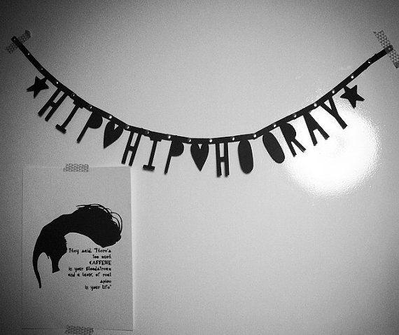 Hip Hip Hooray verjaardagsslinger | Hip Hip Hooray Black Birthday Banner by PaperCandyNL op Etsy www.papercandy.nl