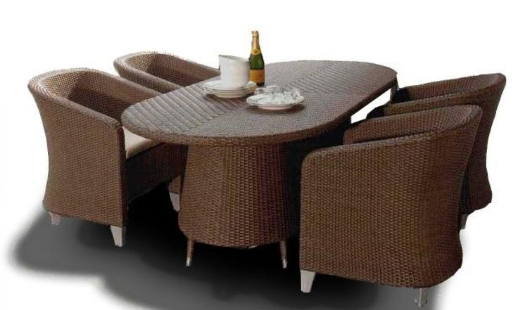 Alcanes #Dinning 120 is beautifully designed for maximum elegance and comfort. It's oval shape enhance the beauty of this #dinningset.