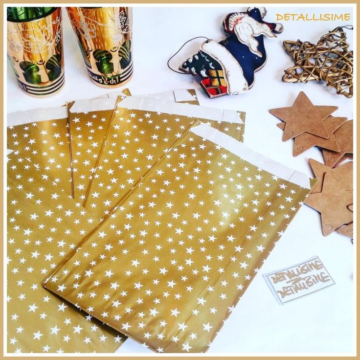 Sobres dorados con estrellitas blancas (medidas: 20 cms x 12 cms) Pedidos y catálogo: detallisime@yahoo.es