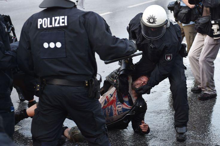"German police call for reinforcements to quell violent G20 riots Sitemize ""German police call for reinforcements to quell violent G20 riots"" konusu eklenmiştir. Detaylar için ziyaret ediniz. http://www.xjs.us/german-police-call-for-reinforcements-to-quell-violent-g20-riots.html"