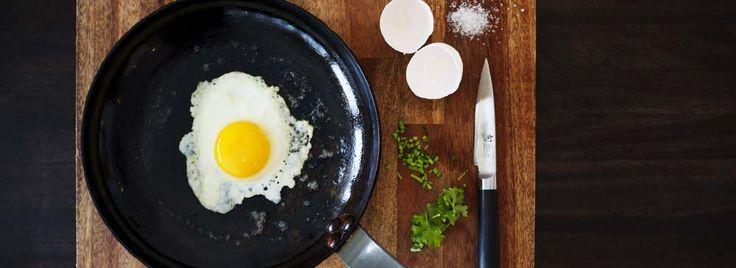 de Buyer omelettipannu, täydelliseen kananmunan paistoon.