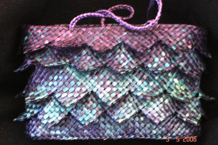 Karmen Thomson - quite a diff style for a kete. Ruffles already!