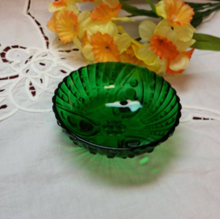 Forest Green Oyster & Pearl Pattern Bowl, Anchor Hocking, Boopie Burple, Berry Bowl, Dining Trinket Candy Dish, TV Movie Prop (2 available) by AmazingFunVintage on Etsy