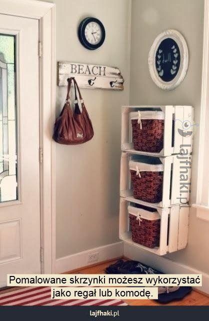 Meble DIY  - Pomalowane skrzynki możesz wykorzystać  jako regał lub komodę.