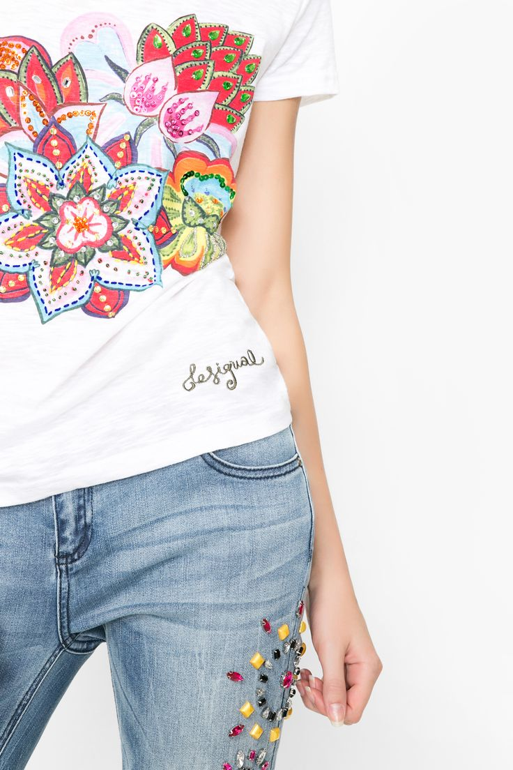 Roses are red, violets are blue, sugar is sweet and so you could look. More with this almost white t-shirt and a good pair of slim fit jeans.