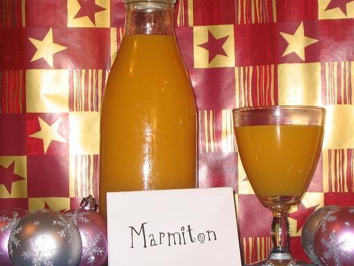 La boisson de noël: citron, jus d'orange, clou de girofle, anis vert, eau, cannelle, orange, sucre en morceaux