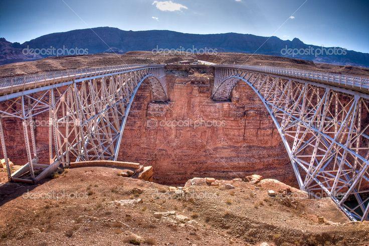 Navajo brug kruist de colorado rivier marmeren canyon in de buurt van lee's…