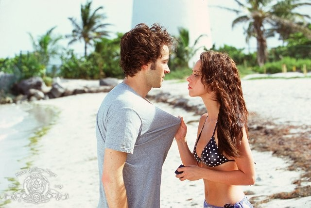 Jennifer Love Hewitt and Jason Lee in Heartbreakers. His character is so amazing and their honeymoon scene is incredible with the star projector is amazing!