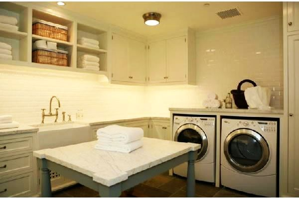 A laundry room doesn't have to be that dull, boring place where you only go to throw your dirty socks and t-shirts. You don't need to be afraid of it.…
