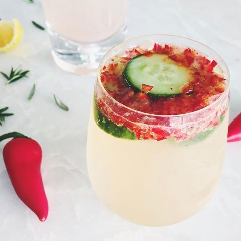 Feelin' spicy on this hot summer Friday w/ this Jalapeńo Cucumber Sip! ️️ The jalapeño in this non-boozy cocktail will boost your metabolism & start you weekend off with a kick!  4 slices cucumber 1 lime, juiced 1 tsp. honey 1/4 jalapeño, diced w/ seeds removed 8 oz. sparkling water Muddle cucumber, lime juice, honey, & jalapeño in the bottom of a glass. Add sparkling water & ice & enjoy!!  xxo K&K