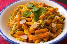 Cette poêlée accompagne très bien le mouton, une viande blanche ou un poisson blanc mais elle constitue aussi un plat végétarien ou végétalien. Elle peut être cuisinée à l'avance ou même congelée. Si vous souhaitez la cuisiner avec des carottes crues, choisissez des jeunes carottes. Eliminez la racine, coupez les fanes, brossez-les bien, il est […]