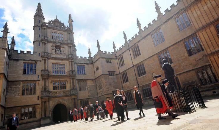 Die britische  University of Oxford  hat mehr als 22.000 Studenten. Sie ist nicht nur eine der renommiertesten sondern auch eine der ältesten Universitäten der Welt, gegründet bereits im 12. Jahrhundert.